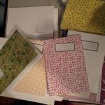 Die selbstgebastelten Hefte in bunten Farben